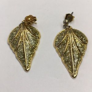 Jewelry - Vintage Gold Tone Sparkly Earrings